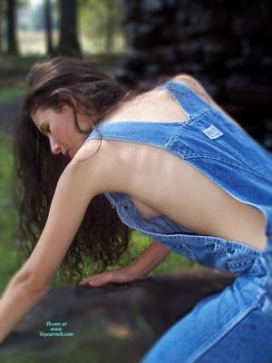 Side blouse voyeur