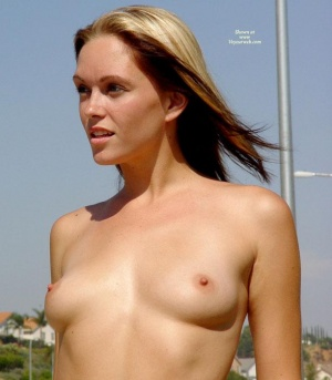 Sexy sea nude babes